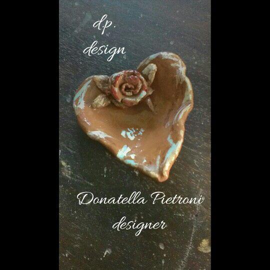 Piattino cuore colorato con smalti e cristallina. Pezzo unico lavorato a mano. d.p. design di Donatella Pietroni designer