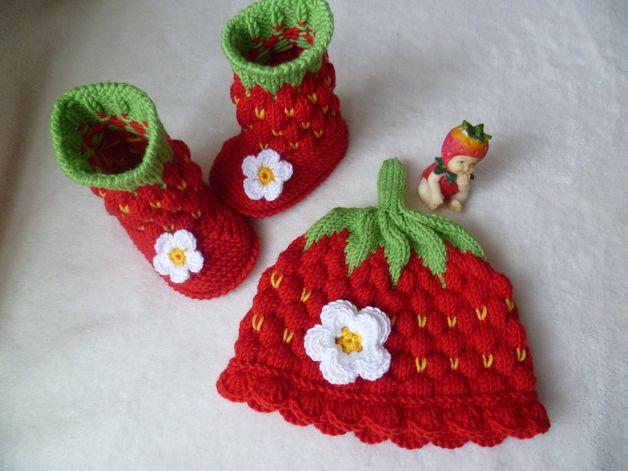 Sets - Babyschuhe Erdbeerstiefel Erdbeermütze Set 9 cm - ein Designerstück von Strickmietze1 bei DaWanda