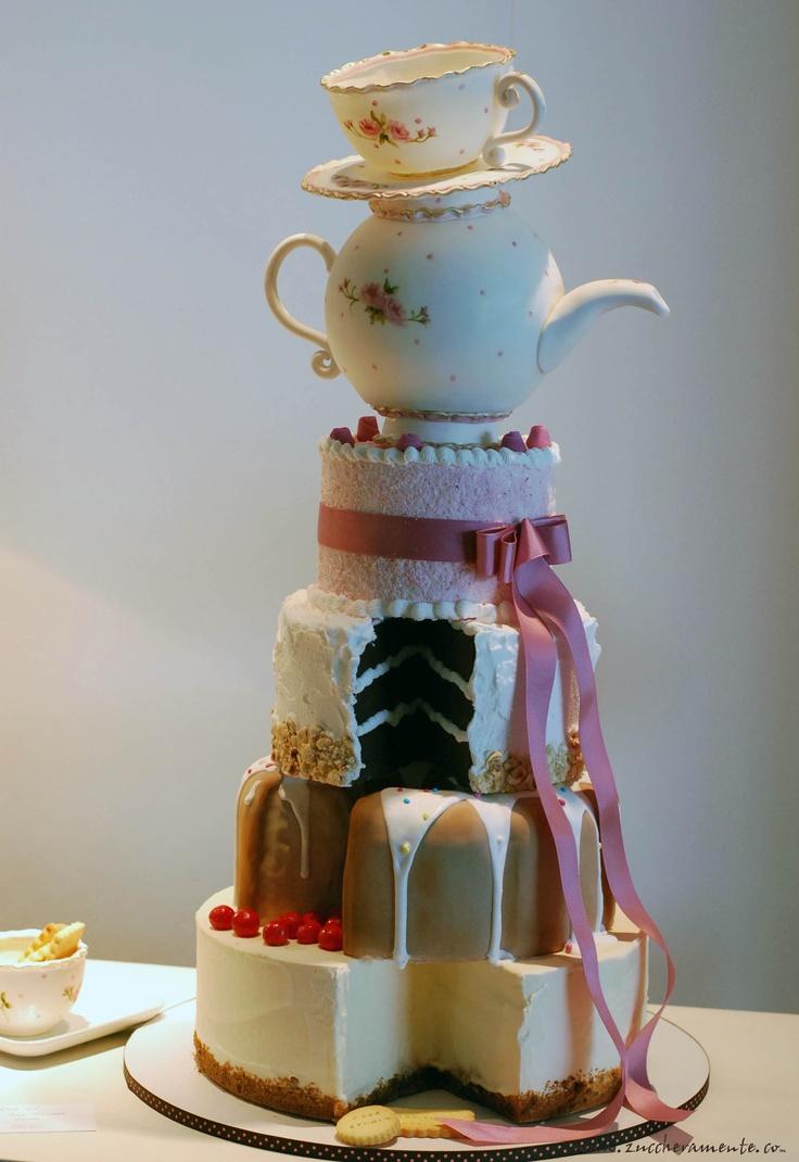 The Cake looking Cake - LETIZIA GRELLA
