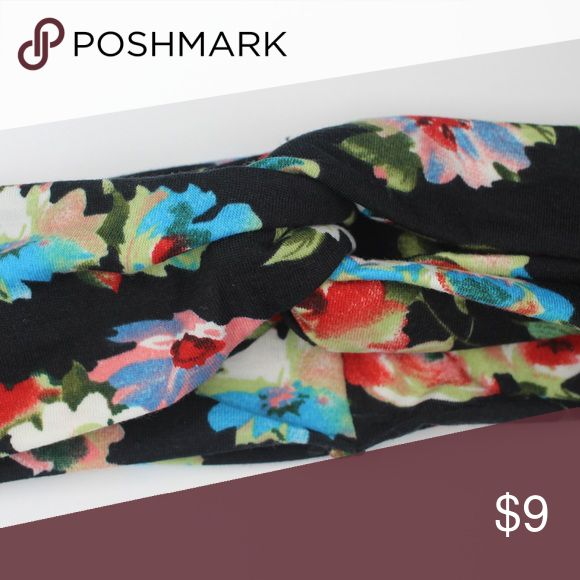 🌳black floral print twist front yoga headband🌳 Black floral print twisted front yoga headband. Stretch cotton material is soft and comfortable. ...