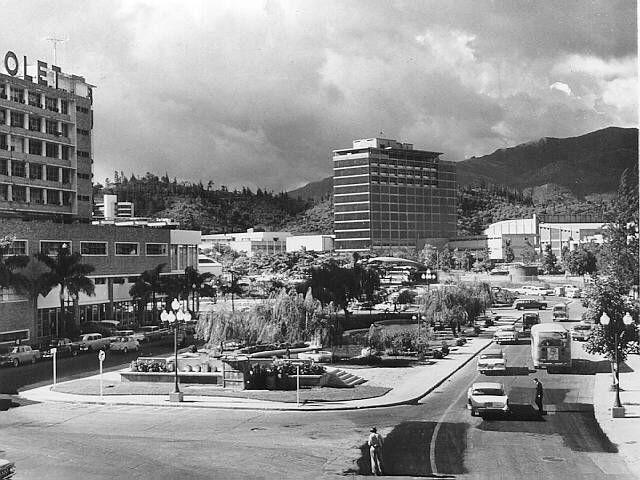Caracas, Plaza Las Tres Gracias. Fue construida en el año de 1935 en la caraqueña urbanización de Los Chaguaramos...