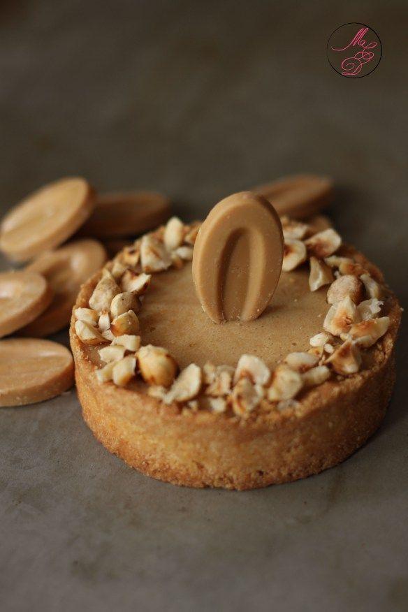 """TARTELETTE au CHOCOLAT """"Dulcey Valrhona"""" (La pâte : farine, sucre, beurre, sel, lait) (La ganache : chocolat Dulcey Valrhona, crème, noisettes)"""