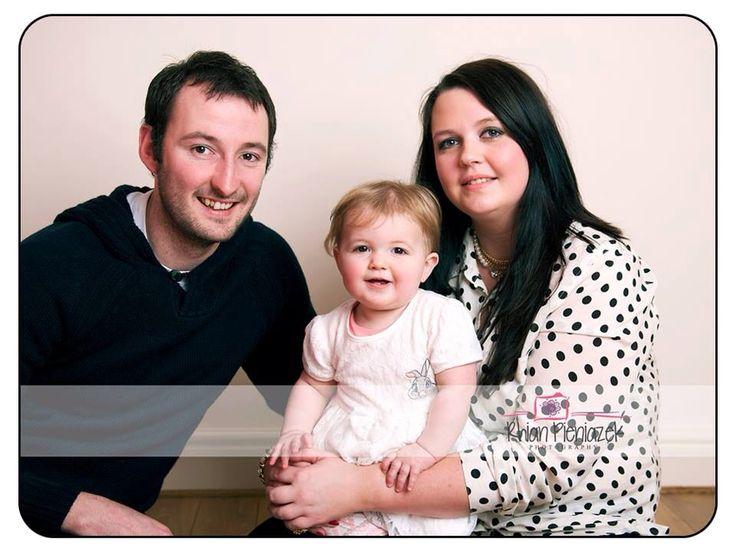 Families. Parents and toddler. Rhian Pieniazek Photography.