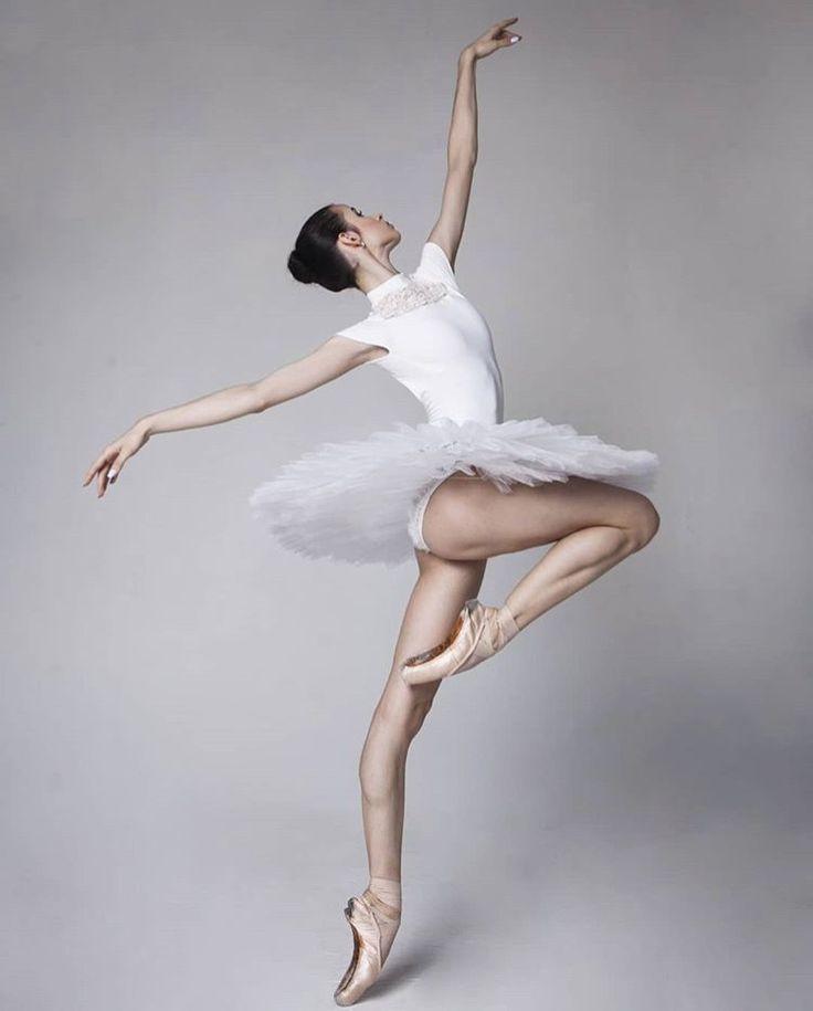 пикантность в позах балерин - 3