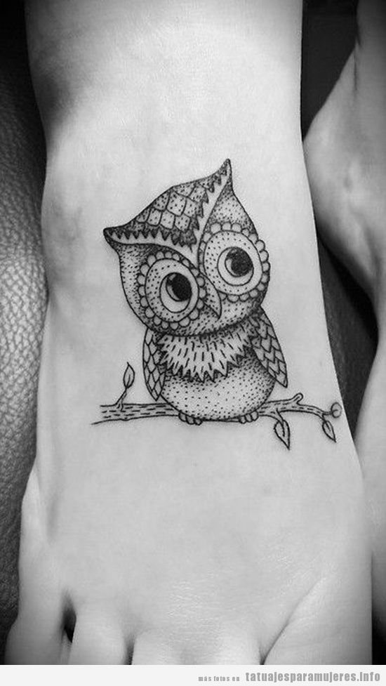 tatuaje-pie-empeine-buho-mujer