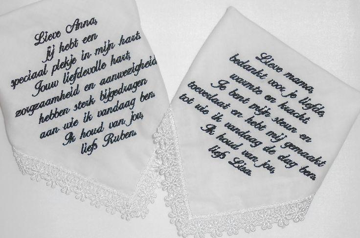 in het zwart geborduurde zakdoekjes