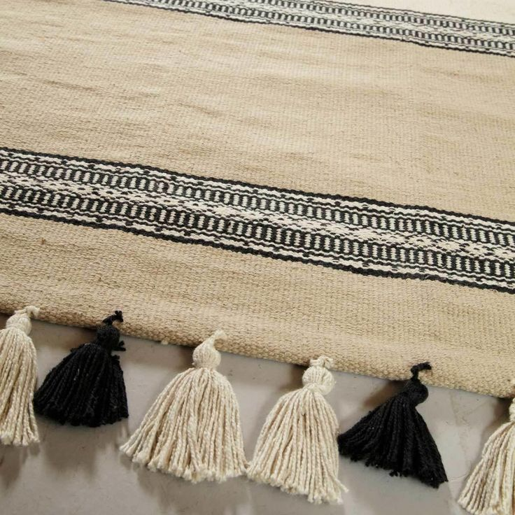 Black And White Tassel Rug: 17 Best Images About Black Sofa Restyling On Pinterest