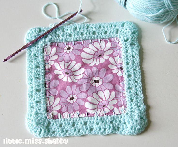 1st block back fabric square and crochet together ༺✿ƬⱤღ https://www.pinterest.com/teretegui/✿༻
