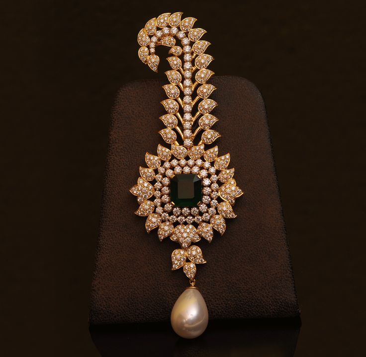 Scorpion Design Diamond, Emerald and Pearl Turban Pin