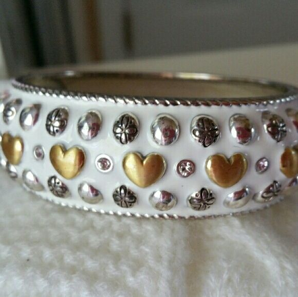 BEAUTIFUL BRIGHTON BRACELET! Gorgeous chunky cuff bracelet.  Magnetic closure. White, silver and gold. Great for spring and summer.  Great condition Brighton  Jewelry Bracelets