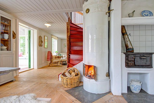 """Red stairs and Swedish fireplace - or """"kakelugn."""""""