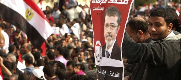 Egypte: des manifestants incendient des locaux du parti des Frères musulmans