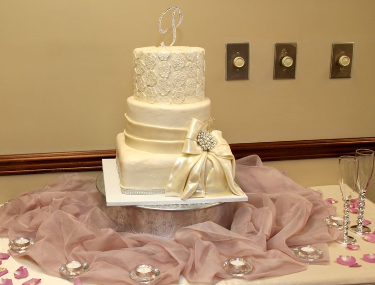 Wedding Cake In Champagne Color With Diamond And Pearl Brouche