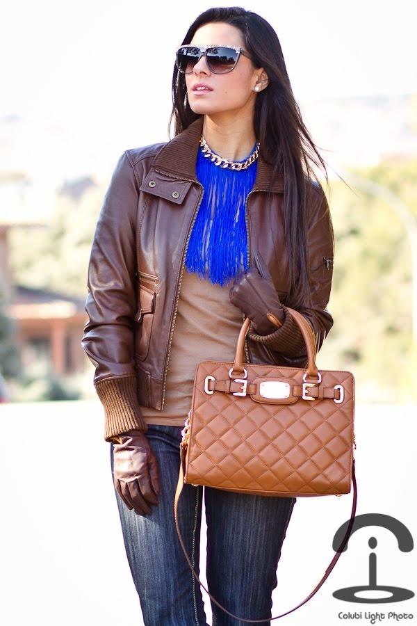 El collar flecos está más que original para unos jeans , te lo puedes hacer a tu gusto!