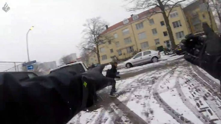 Winterdag: sleeën of sneeuwballengevecht met politie, en er komt meer sneeuw | NOS