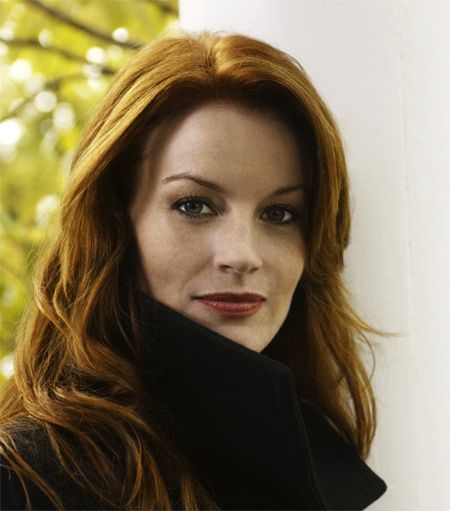 Laura Leighton is beyond talented, and she's without a doubt beyond gorgeous. :)