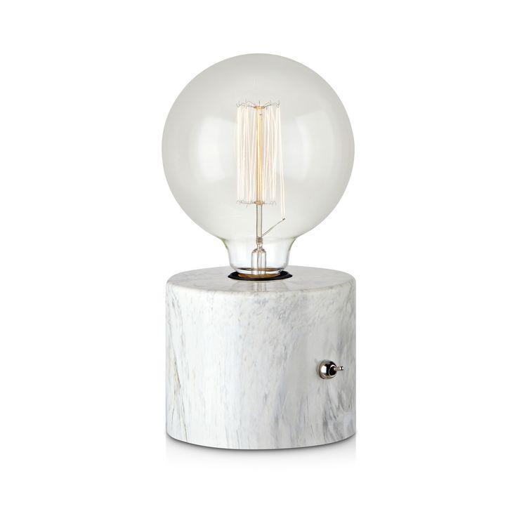 Round bordlampa från Markslöjd med marmorprint. Inbyggd strömbrytare. 2m svart textilsladd med väggkontakt. Stor lamphållare (E27). Max 60W glödlampa eller motsvarande styrka i halogen, lågenergi eller LED.  #marmor #marble #light #lampa #home #markslöjd #vit #white #interior #interiör #inspiration