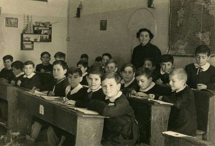 Noi che... avevamo una sola maestra che insegnava tutto.