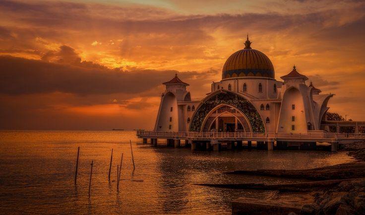 Mosque in Melaka, Malaysia | 1,000,000 Places