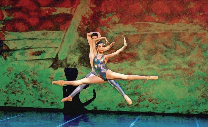 La licenciatura en Danza Contemporánea impartida en la Academia de Danza Mexicana reducirá su tiempo de estudio, de seis a cuatro años, así lo dio a conocer Raymundo Torres...