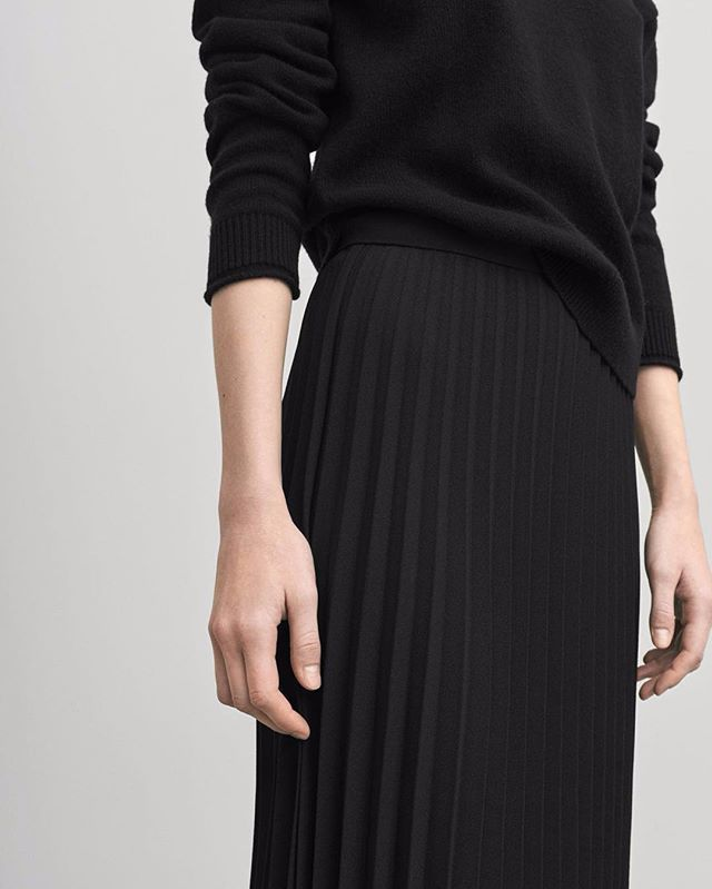 When it comes to details this fall, it's all about pleats! Our best weekend tip from the collection: the luxurious and graphic 'Plissé Skirt'. Available in-store & online! Find more pleated styles at our Instagram Stories #filippak
