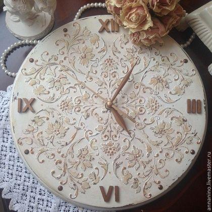 Купить или заказать Настенные часы Французская ваниль Шебби-шик в интернет-магазине на Ярмарке Мастеров. Настенные часы, диаметр 30 см, объемное декорирование, шебби-шик, состаривание, золочение. Стрелки и цифры окрашены жидкой поталью. Романтические настенные часы с элементами французского шика.