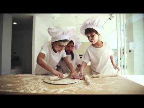 """""""Para nosotros, la cocina es un juego de niños"""", un bonito spot de Cocinas CJR con electrodomésticos Neff"""