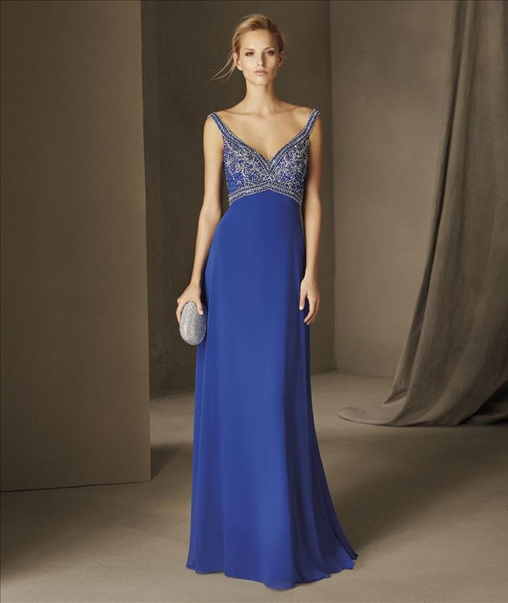 BIANCA - A party dress to dazzle. And this piece in gauze and tulle, with the body worked with applications of rhinestones that frame the neckline and the straps, manages to be the center of all eyes.