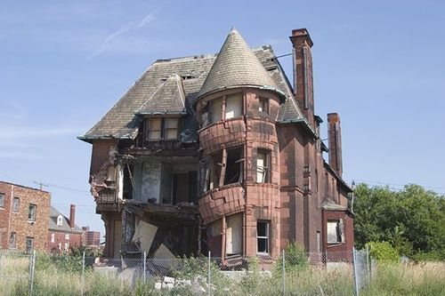 """Once a proud and elegantly grand home, the William Livingston house was built in 1893, in an upscale Detroit neighborhood. Sadly, it is now nicknamed """"Slumpy"""" - pic 2 of 2"""