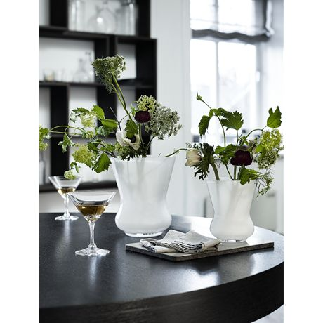 Use the cocktail glass from Michael Bang's Fontaine range for everything from urbane cosmopolitans, retro prawn cocktails or a scoop of refreshing sorbet with a sprig of mint between courses.  #holmegaard #fontaine #cocktailglass