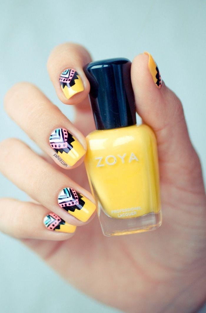 nail art facile printemps 2015: fond jaune et motifs tribaux