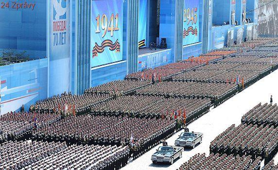 Rusko šetří: Oslavy vítězství budou letos skromnější. Stíhačky poručí větru, dešti
