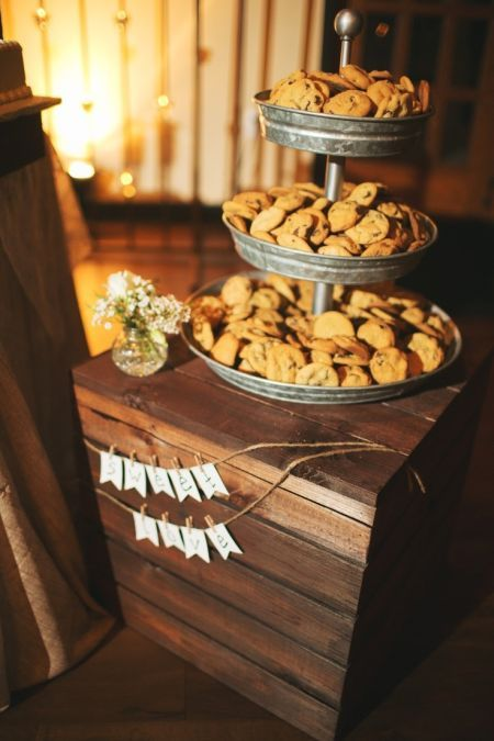 Casual serving style for cookie wedding favors.  See more cookie bar wedding favors and party ideas at www.one-stop-party-ideas.com