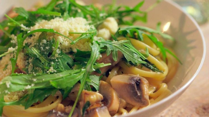 Pasta met champignons , rucola en gekarameliseerde ui