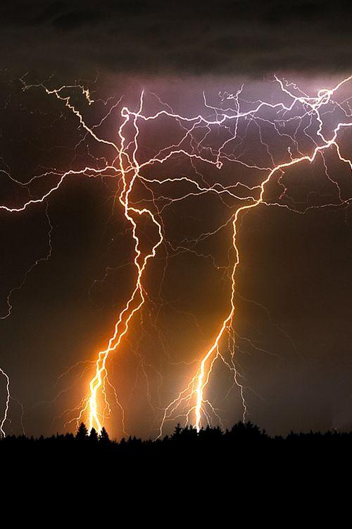 Thunder storm (photography, photo, picture, image, beautiful, amazing, travel, world, places, nature, landscape, weather, electricity, lightning strike)