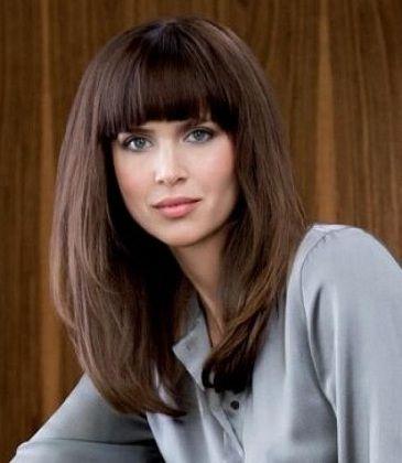 стрижки лесенка на средние волосы с челкой фото