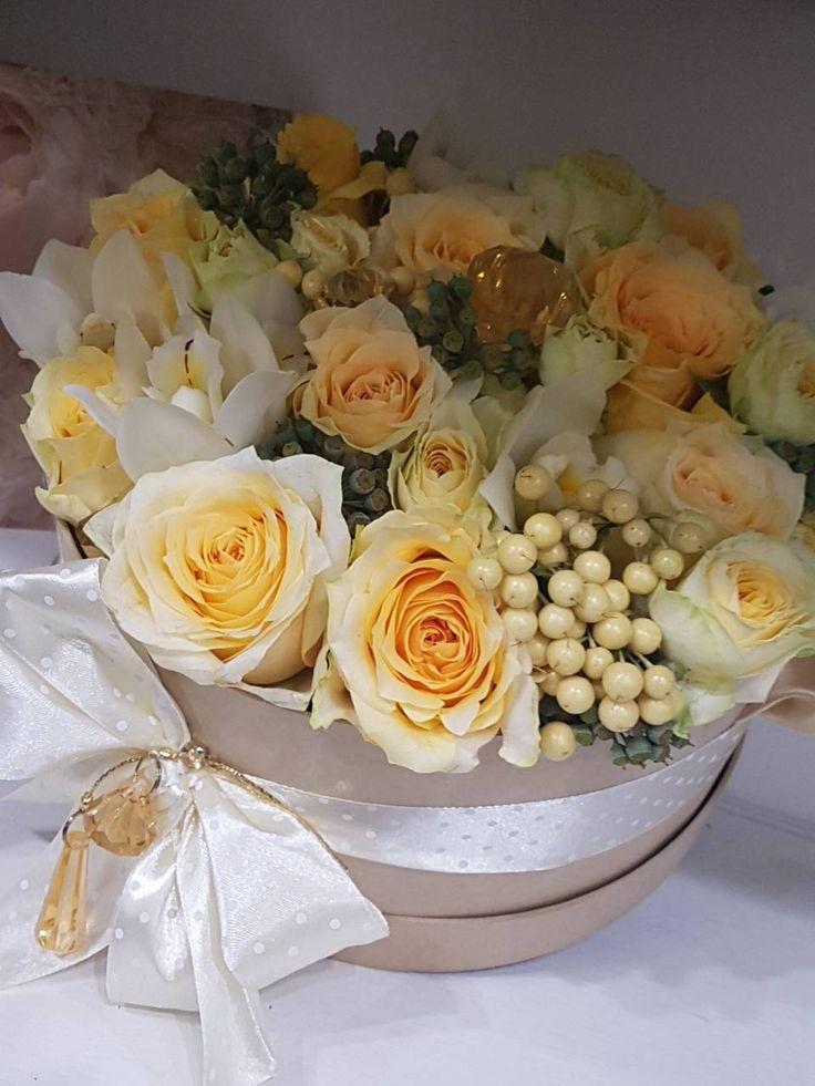 Nyarat idéző rózsacsokor,színeivel melegséget hoz otthonodba.