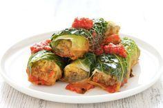 Gli involtini di verza alla salsiccia sono un secondo piatto dai sapori e profumi tipici del nord Italia. Serviti caldi, conquisteranno tutti con il loro ripieno filante!