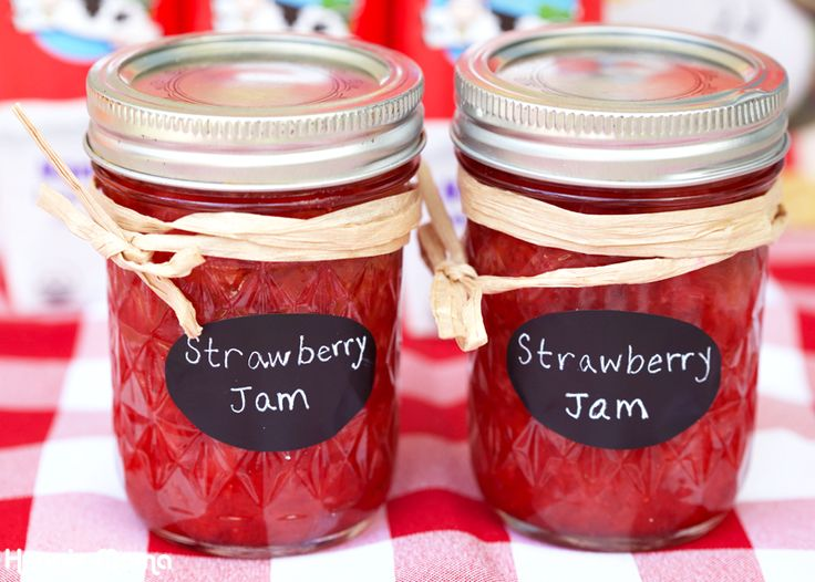 Recipe for simple refrigerator strawberry jam that can be made in just minutes.