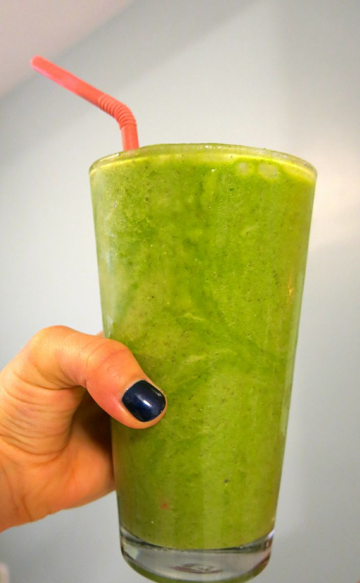 detox with this cinnamon pear green smoothie #cleaneating #smoothies