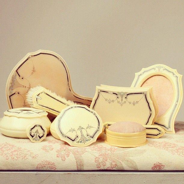 off: Vintage Celluloid Vanity Set - 330 Best Antique Vanity Sets Images On Pinterest Box, Antique