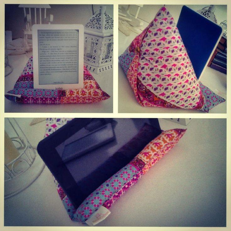 Nataly De Biase: Almofadinha para Tablet! Super útil!!!