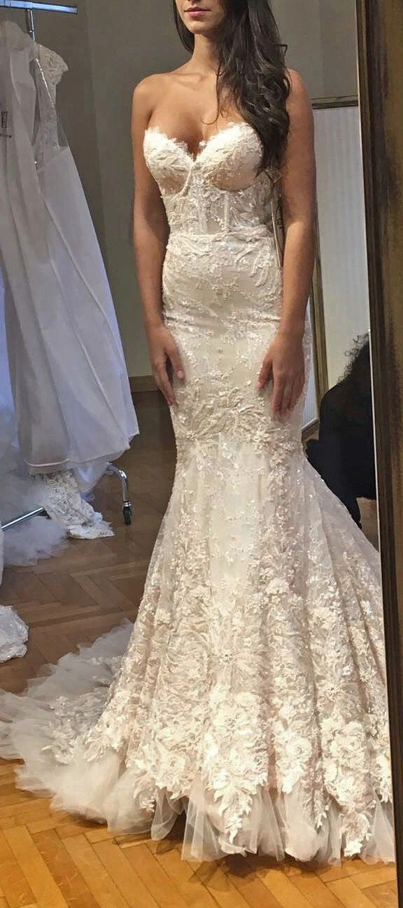 #BERTA bride from Milan, Italy. | it gets to be a taaaad too much lace at the very bottom of the skirt, but still v gorgeous