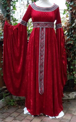 simple dress, gorgeous details. Do it in a plum purple and it could be my Elven gown almost