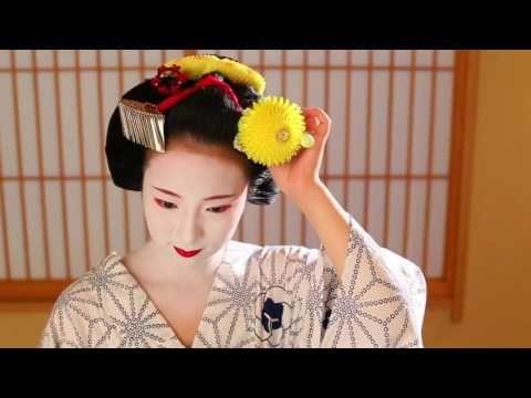 Floating Flowers — Maiko Fukunae applying her make up (video)