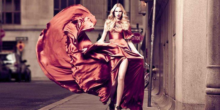 Nu stiti cu ce sa va imbracati in seara dintre trecerea anilor? Va ajutam noi cu cateva idei despre ce tinute de revelion sunt la moda in 2014.