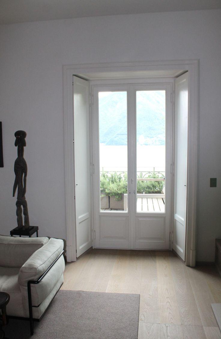 Villa stile liberty - serramento in legno larice lamellare laccato a due colori diversi interno ed esterno con oscurante interno