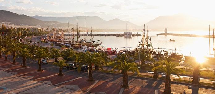 Alanya, Antalya-området. Vings mest populära resmål. Här finns allt: sandstränder, en härlig atmosfär, många bra hotell och mycket mer. Vings mest omtyckta SunGarden hotell finns här och ett sextiotal andra hotell att välja bland, för dig som reser med eller utan barn.