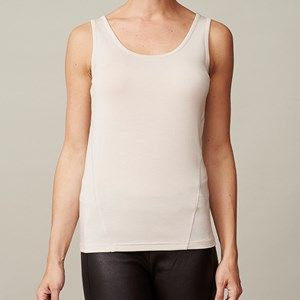 ANASTASIA plain tank top, silver grey (beige). The top you're going to love because of its softness. To be worn again and again, both at work and at a party.Made of modal which is coloured by the eco-tex 100 standards.