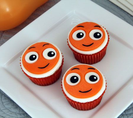 Serve these adorable Nemo themed cupcakes at an outdoor movie party - A Southern Outdoor Cinema movie snack & food idea for outdoor movie events.
